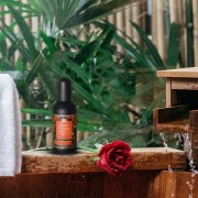 Șase trucuri de la Tesori d'Oriente pentru ca parfumul tău să dureze