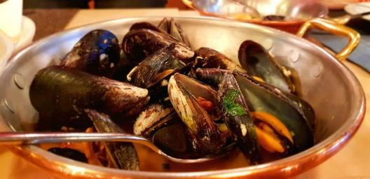 dancing lobster sea food5