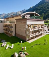 bergland-design-and-wellness-hotel-exterior-hotel-view-a-01-x2