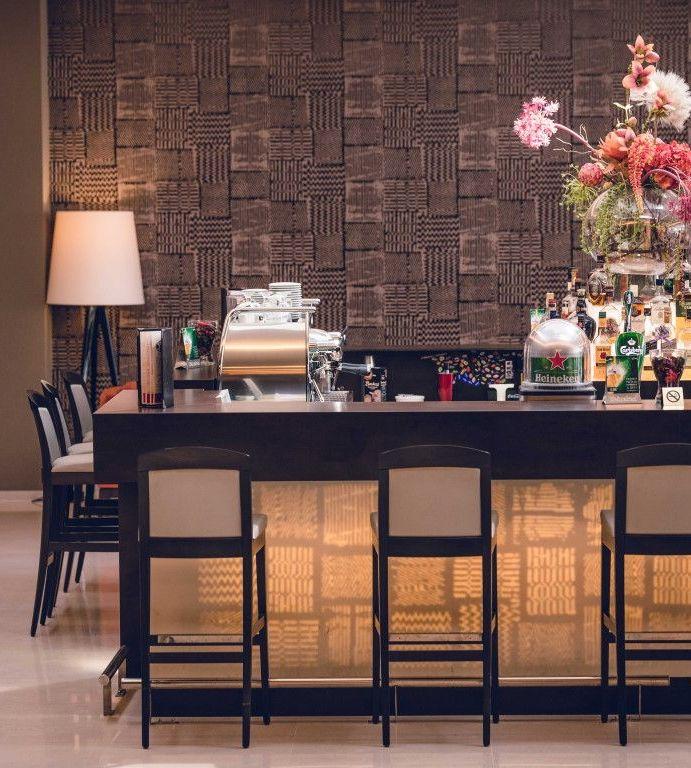 Ramada by Wyndham își invită oaspeții să exploreze lumea prin noua ofertă de vinuri roșii