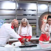 Surorile Crudu gãtesc în bucãtãria Chefi la cuţite