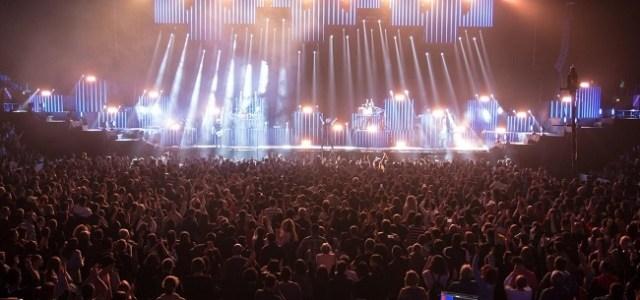 "Energie, hituri cantate la unison si mii de maini in aer la concertul aniversar ""Ca La 20 de ani"", sustinut de catre Voltaj"