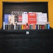 Antreprenorul Răzvan Căzănescu oferă gratuit o colecție de 100 de cărți fundamentale pentru business