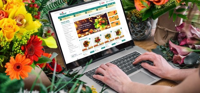 Halloween online și decorațiuni pentru biroul de acasă