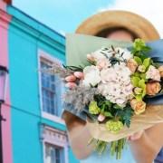 Plimbările pe Portobello Road, inspirația Floria.ro pentru o colecție de vară în culori explozive