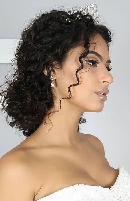 30 Chic Bridal Hairstyles For Your Special Day The Trend Spotter