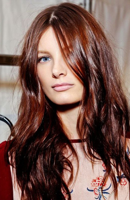 20 Gorgeous Dark Red Hair That S So Hot Right Now The Trend Spotter