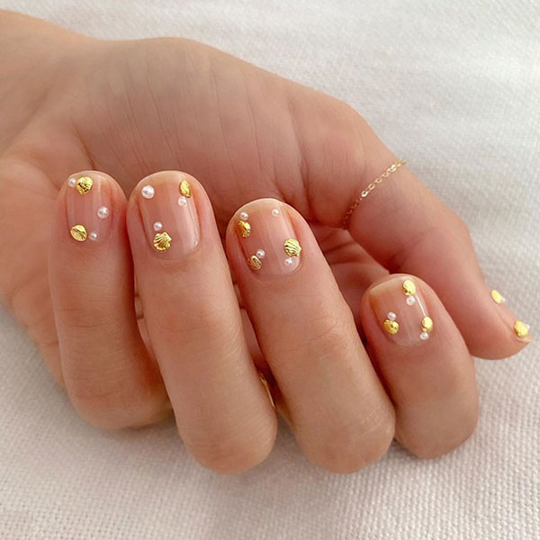 Minimal Art Nail Design