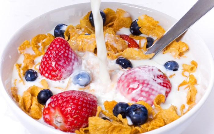 Fresh fruits in cereal and milk