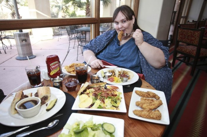 Susan Eman pictured with her favourite meal. Casa Grande, Arizona, USA. (Photo Credit: Laurentiu Garofeanu / Barcroft Media)