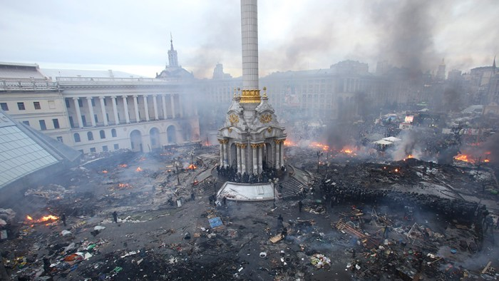 """An aerial view shows Independence Square during clashes between anti-government protesters and Interior Ministry members and riot police in central Kiev February 19, 2014. Ukrainian President Viktor Yanukovich warned his opponents on Wednesday that he could deploy force against them after what he called their attempt to """"seize power"""" by means of """"arson and murder"""". (Photo Credit: REUTERS/Olga Yakimovich)"""