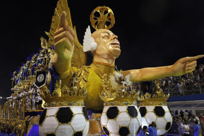 One float featured an uncanny sculpture of the football icon (Photo Credit: Daily Mirror)