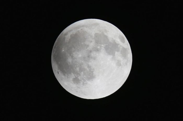 The moon is seen before the beginning of a total lunar eclipse (Photo Credit: Getty Images)