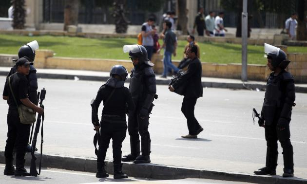 Riot police take their positions near the site of a series of explosions in front of Cairo University April 2, 2014. | Photo: Reuters