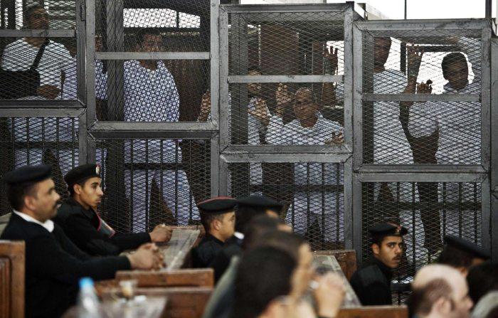 140305-egypt-court-trial-10a_f6db858106379fd2aa32ba5a032853f4