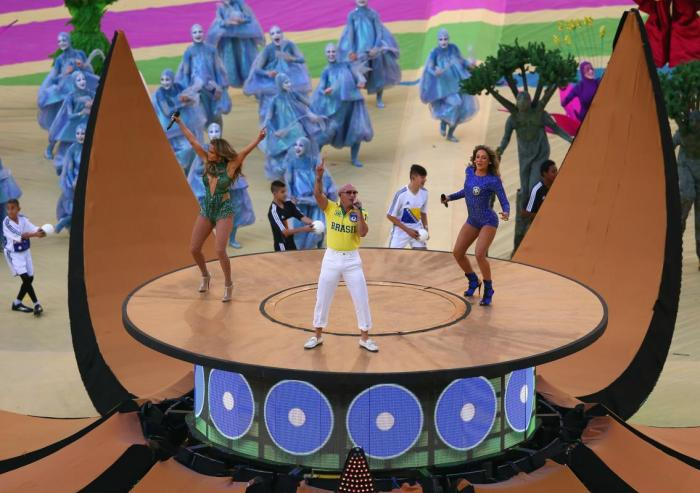 (L-R) Singers Jennifer Lopez, Pitbull and Claudia Leitte