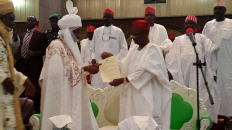 Gov. Rabi'u Musa Kwankwaso of Kano state formally presenting letter of appointment to the new Emir of Kano, His Highness Sanus