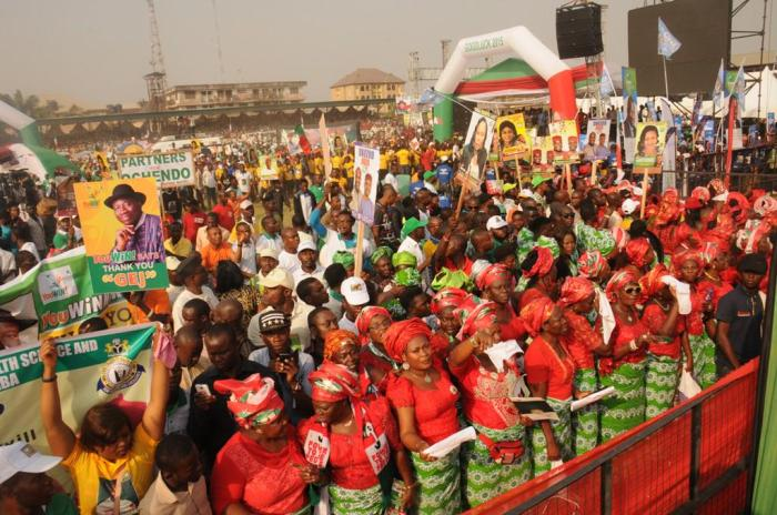 Cross section of the crowd at the PDP presidential campaign rally in Abia State on Friday, January 16, 2015 (Photo Credit: Reuben Abati)