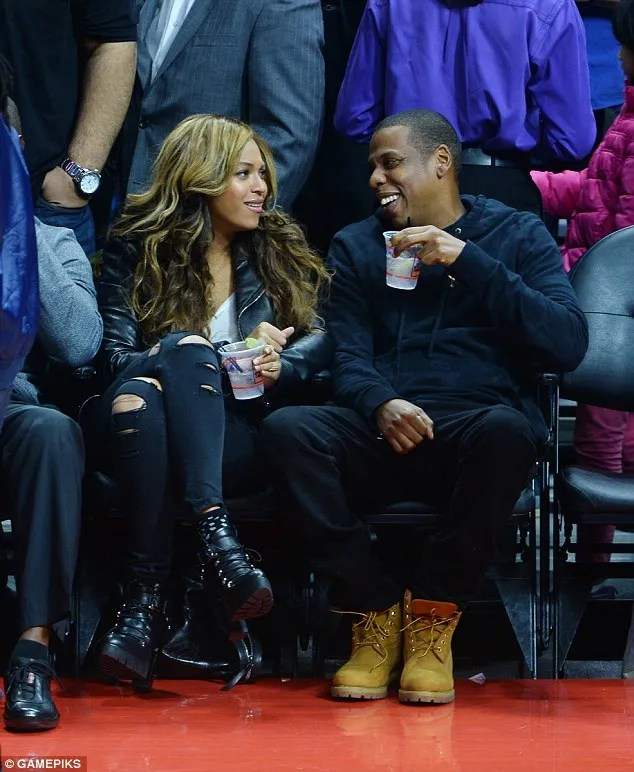 Beyonce and husband Jay Z at the LA Clippers game on Thursday, January 23, 2015 at the LA Staples Center (Photo credit: Mail Online)