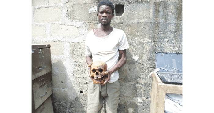 Rasheed Alabi, 38, was arrested at Igbokira, Ogun State in possession of a fresh human skull by operatives of the Special Anti-Robbery Squad (SARS), Ikeja, Lagos State. (Photo Credit:New Telegraph)
