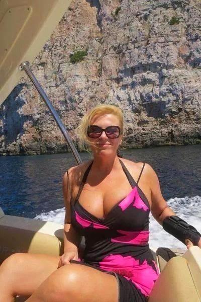 The first female president of Croatia, President, Kolinda Grabar-Kitarović has rocked a hot bikini wear in the during a beach visit. (Photo Credit: Reddit.com)