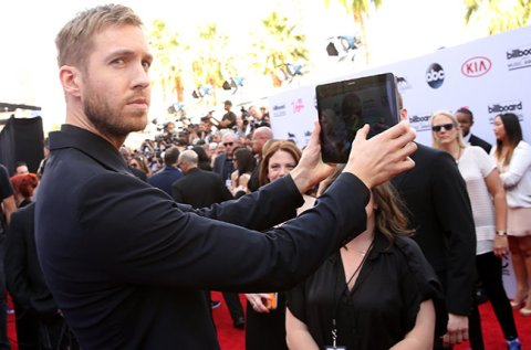 LAS VEGAS, NV - MAY 17: DJ Calvin Harris takes a selfie at the 2015 Billboard Music Awards with Samsung at MGM Grand Garden Arena on May 17, 2015 in Las Vegas, Nevada. (Photo by Jesse Grant/BMA2015/Getty Images for dcp)