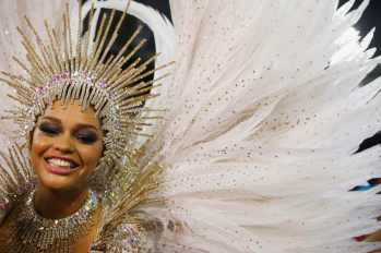 Unidos da Tijuca samba school drum queen Juliana Alves participates in the annual carnival parade in Rio de Janeiro's Sambadrome February 17, 2015. REUTERS/Pilar Olivares (BRAZIL - Tags: SOCIETY)