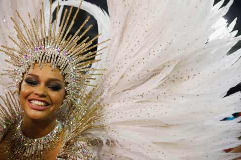 Unidos da Tijuca samba school drum queen Juliana Alves participates in the annual carnival parade in Rio de Janeiro's Sambadrome February 17, 2015. REUTERS/Pilar Olivares (BRAZIL - Tags: SOCIETY)