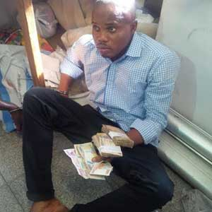31-year-old suspect caught stealing about N350,000 from a luggage of another passenger said to be an Austrian, Novotny Anton (Photo Credit: Vanguard)