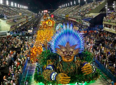Revellers from the Vila Isabel samba school participate in the annual carnival parade in Rio de Janeiro's Sambadrome, February 16, 2015. REUTERS/Ricardo Moraes (BRAZIL - Tags: ENTERTAINMENT SOCIETY)