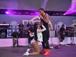 Trey Songz and the over enthusiastic dancers at the 2015 Summer Jam (Credit: Joe Chea/Hot 97)