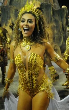 Samba girl posing nude, naked girls in timber