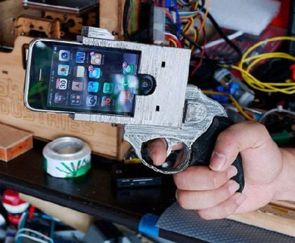 Police officials and anti-gun advocates are calling for a ban on the trending Gun-shaped iPhone covers that look like real gun. (Photo Credit: Alltechnoblog.com)
