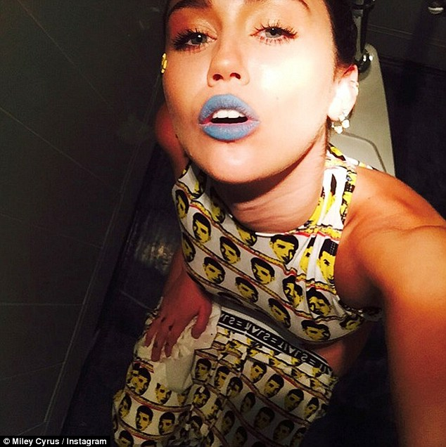 Miley Cyrus shared a Toilet Selfie on Instagram on Friday, August 14, 2015 in Los Angeles. (Photo Credit:  Miley Cyrus/ Instagram)
