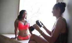 23-year-old underwear model, Kanya Sesser, born without legs | News Agency