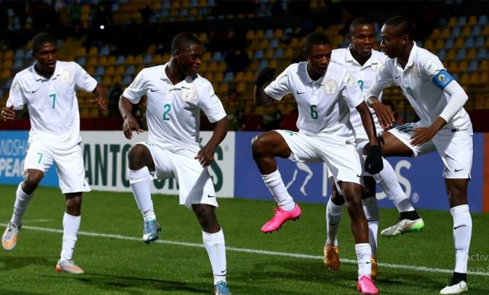 VINA DEL MAR, CHILE - OCTOBER 28: Kelechi Nwakali of Nigeria celebrate with his team mates after he scores the 2nd goal by penalty kick during the FIFA U-17 Men's World Cup 2015 round of 16 match between Nigeria and Australia at Estadio Sausalito on October 28, 2015 in Vina del Mar, Chile   Martin Rose - FIFA/FIFA via Getty Images
