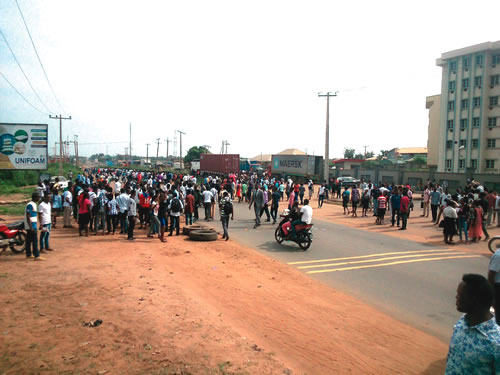 LAUTECH students take to the streets to protest against robbery and rape | Jesusegun Alagbe/ LAUTECH SUG