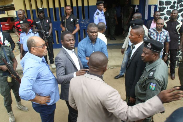 Dakuku Peterside, DG of NIMASA (centre in blue) pictured at the Mile 1 police station, Port Harcourt on Sunday, May 20, 2016. APC chairman of Rivers State is Davis Ikanya (also in blue on the left end)