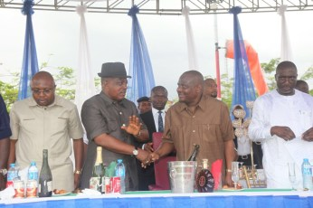 Governor Nyesom Wike leads a praise session to the Almighty for grace granted the party in Rivers over the weekend. The party won the legislative rerun elections which held on March 19, 2016   Oraye St. Franklyn
