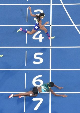 Down and not out: the Bahamas' Shaunae Miller, left, beats United States' Allyson Felix, right, to win the women's 400m final.