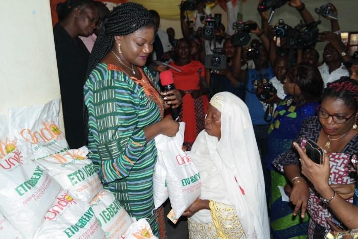 Ondo State first lady, Kemi Mimiko (2nd left) at a government economic palliative distribution event   Ondo TV