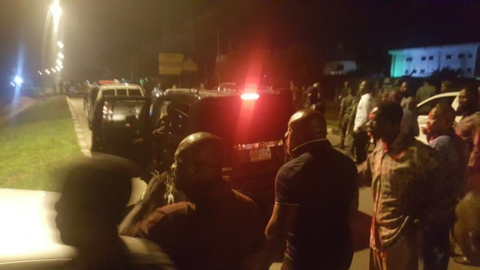 Security operatives and other Rivers people in front of number 35 Forces Avenue after a failed attempt by the police to abduct a Federal High Court judge by 1am on saturday 8th October, 2016.