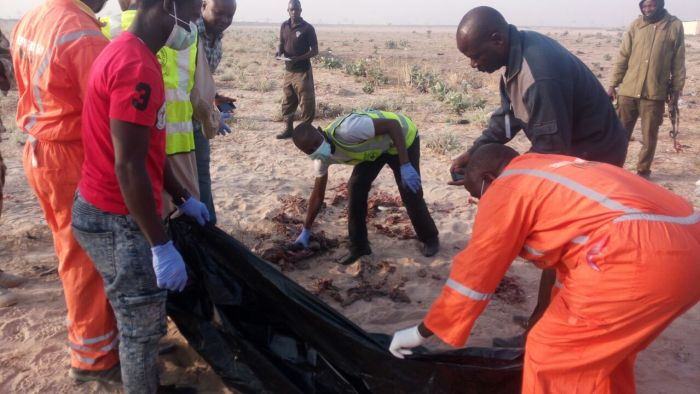 NEMA offcial evacauting the bodies of the victims after suicide bombers struck in Borno, Wed, Jan 25, 2017 | PR Nigeria