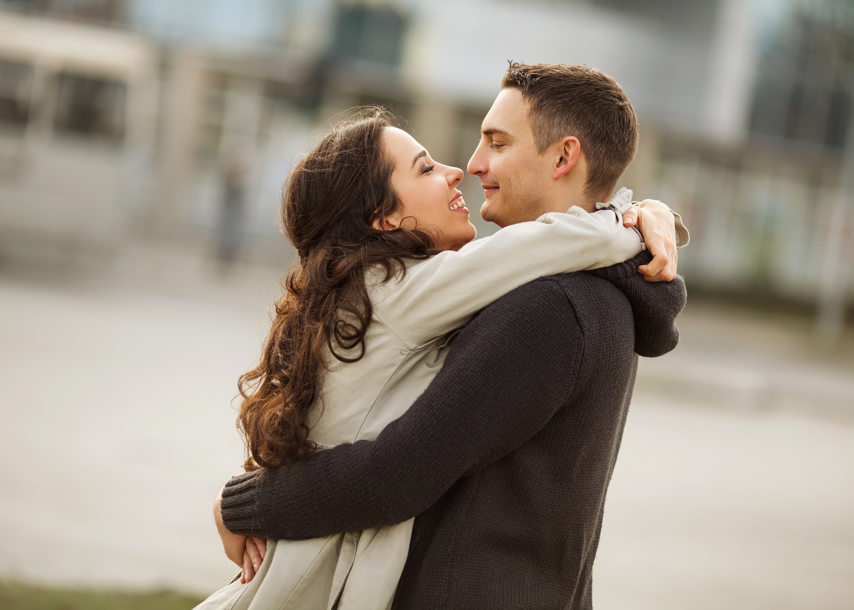 10 Amazing Benefits Of Hugging The Person You Love - The ...