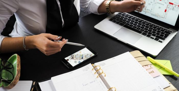 lead generation freelance writing business office worker desk woman laptop