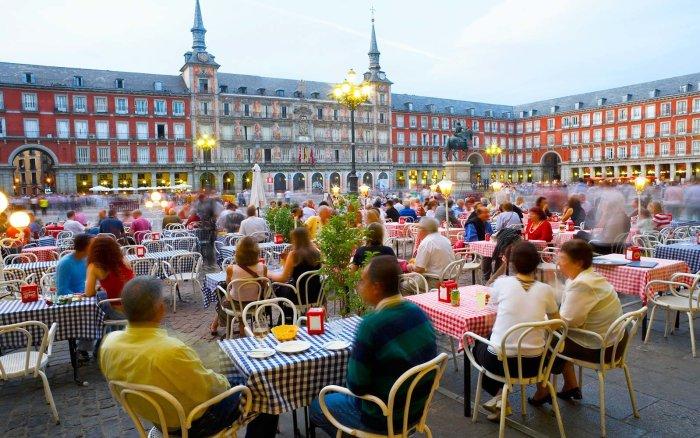Spain, Madrid, Plaza Mayor, people in restaurants