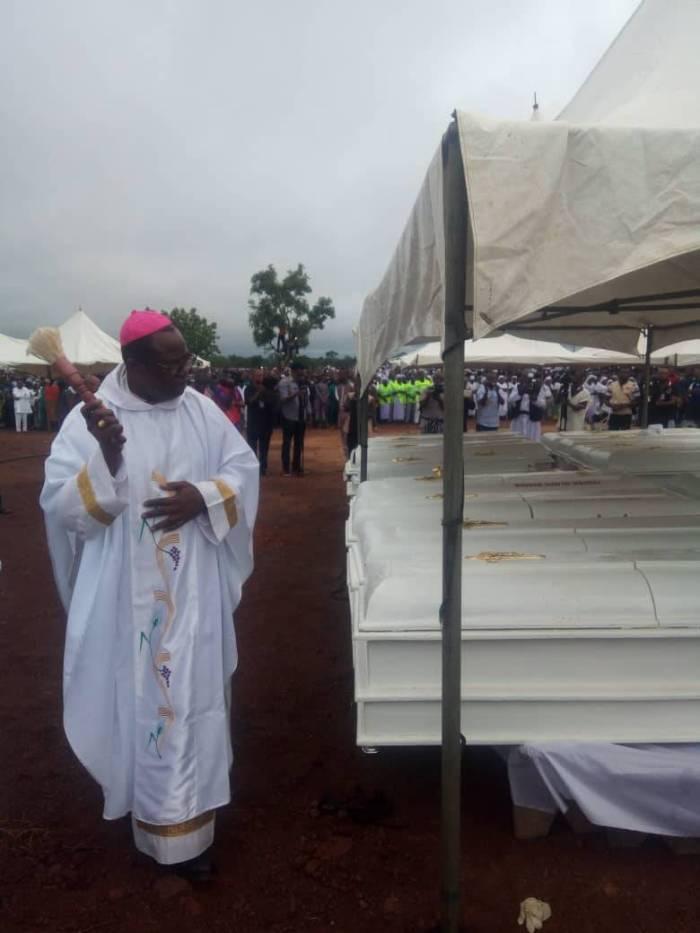 Mass Burial For 2 Catholic Priests, 17 Parishoners Killed By Fulani Herdsmen (PHOTOS)