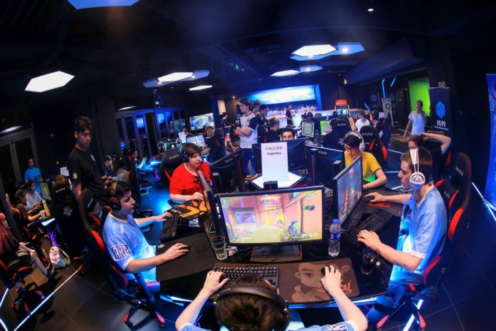 Professional gamers train at an esports center in Shanghai | Pengta Network Technology