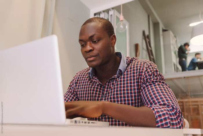 online businessman laptop man office