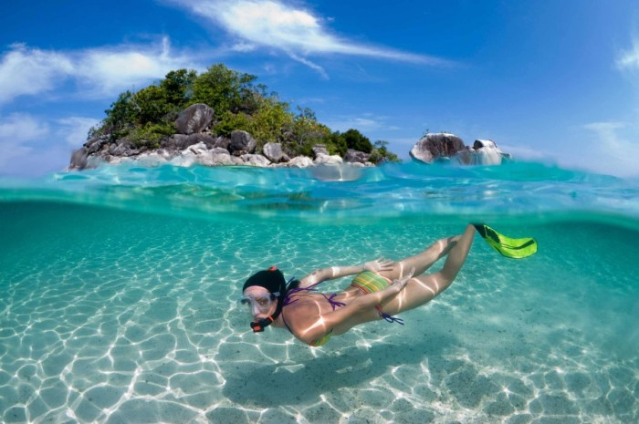 Vacationers snorkelling at Pompano Beach, Fort Lauderdale, South Florida